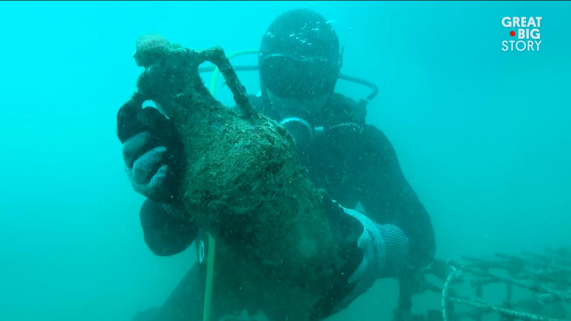 """تعتيق النبيذ بـ""""صمت"""" على عمق 75 قدماً في البحر..ما النتيجة؟"""