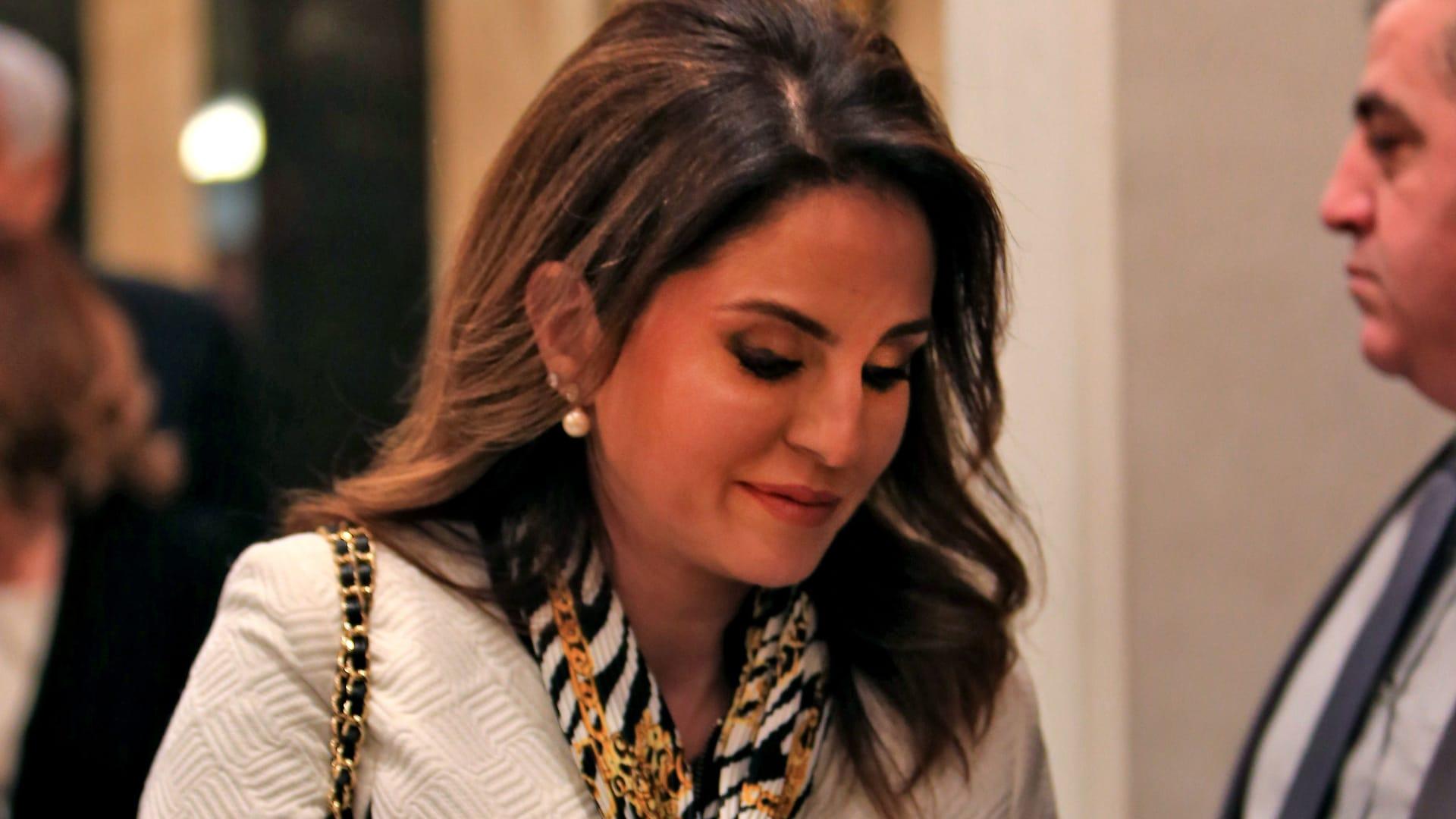 """وزيرة الإعلام اللبنانية تستقيل من الحكومة بعد """"هول"""" كارثة بيروت.. وتعتذر للشعب"""