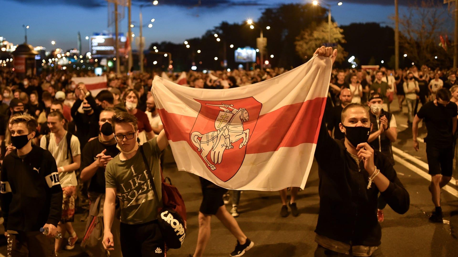 احتجاجات واسعة النطاق في بيلاروسيا بعد ميل نتائج الانتخابات الأولية لصالح الرئيس