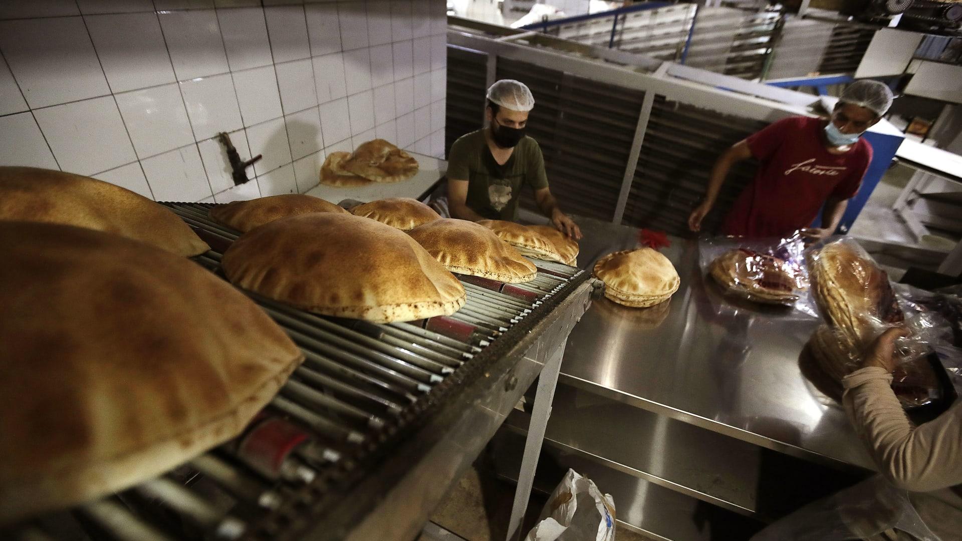 برنامج الغذاء العالمي يحذر من نفاذ الخبز في لبنان خلال أسبوعين