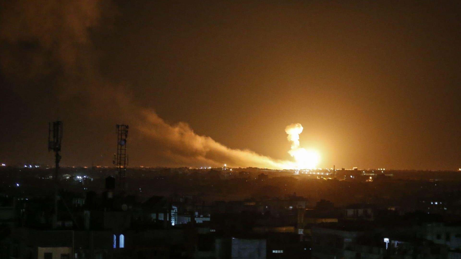 """""""ردًا على البالونات الحارقة"""".. الجيش الإسرائيلي يقصف أهداف لحماس في غزة"""