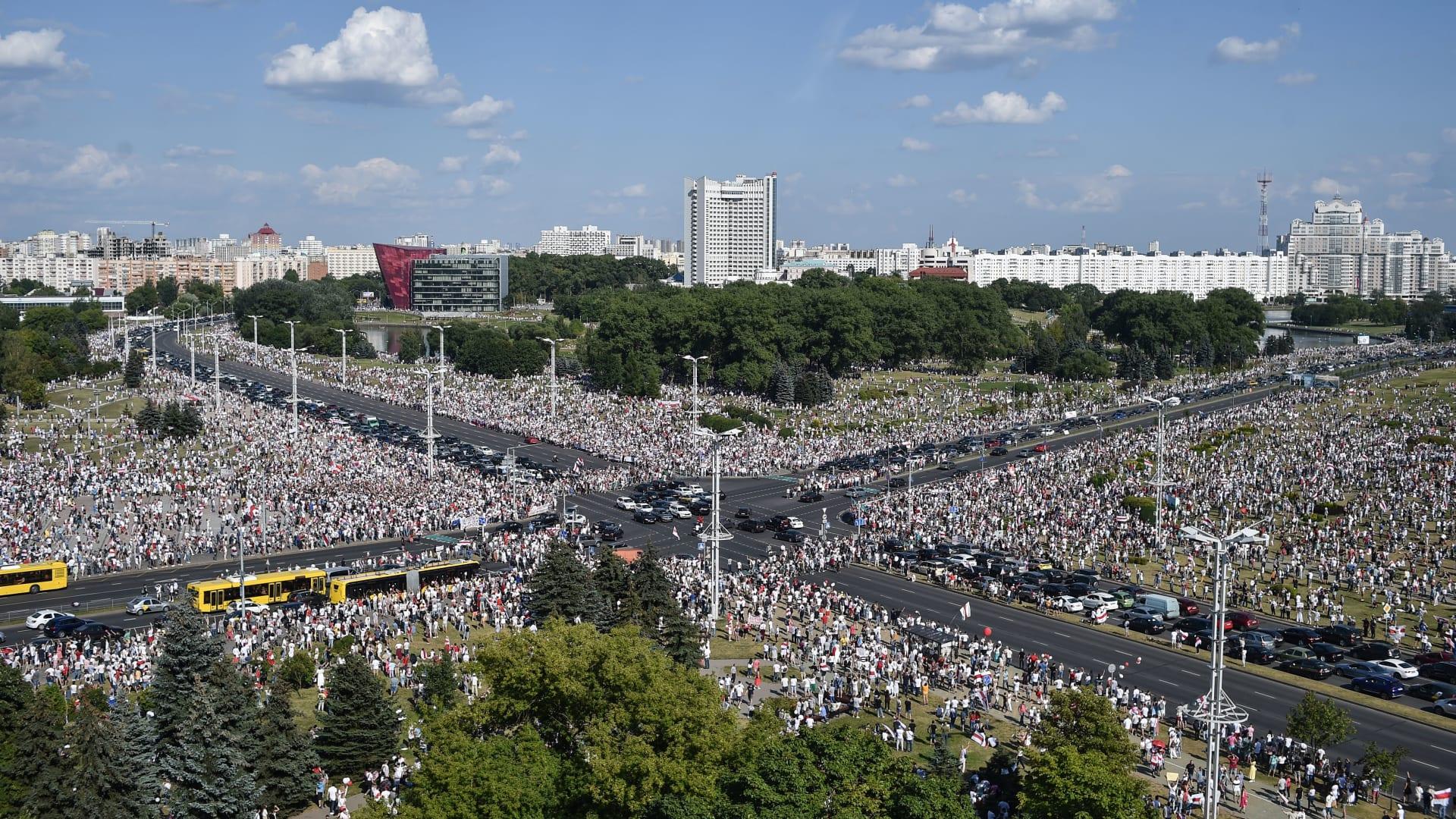 احتجاجات حاشدة في بيلاروسيا.. والرئيس: جرذان.. إذا دمرتم لوكاشينكو ستتسولون الخبز