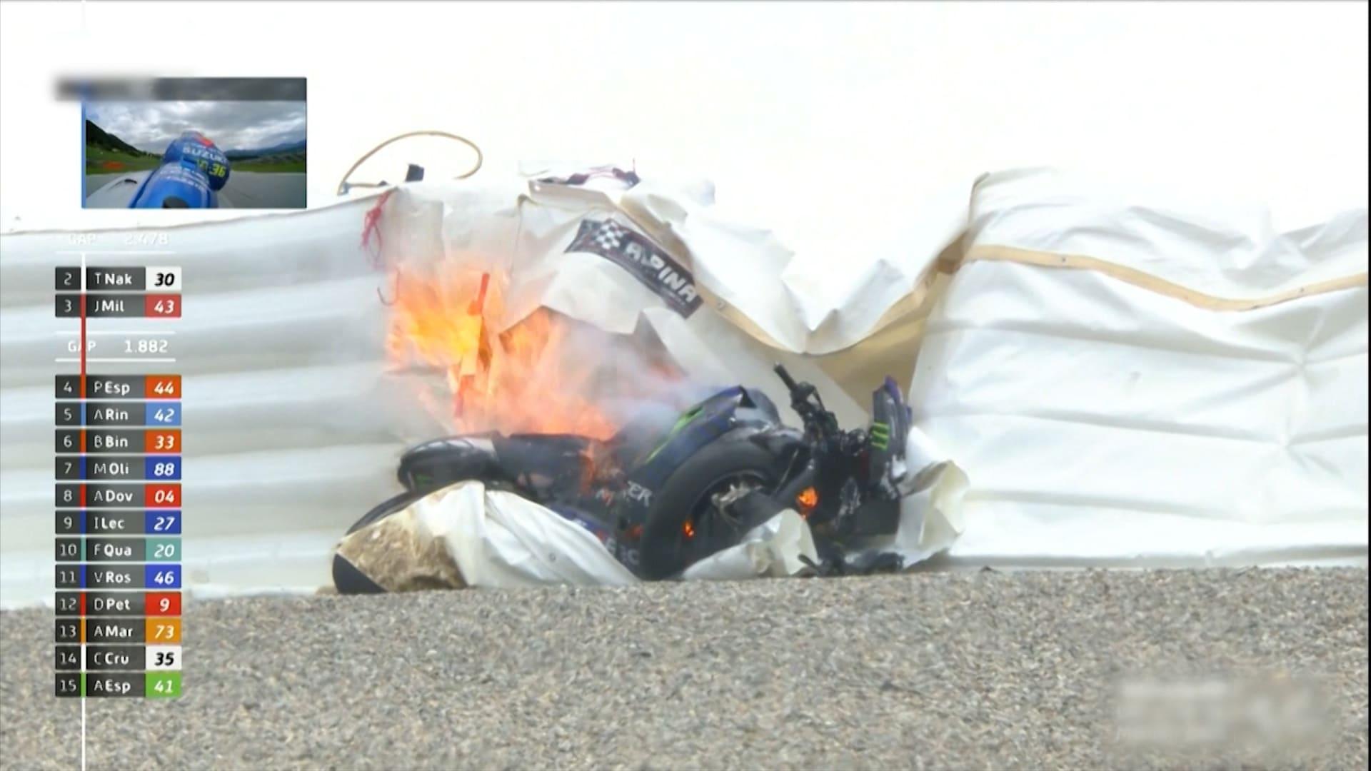 بعد نجاته من ارتطام دراجة نارية طائرة به.. مافريك ينجو من حادث آخر