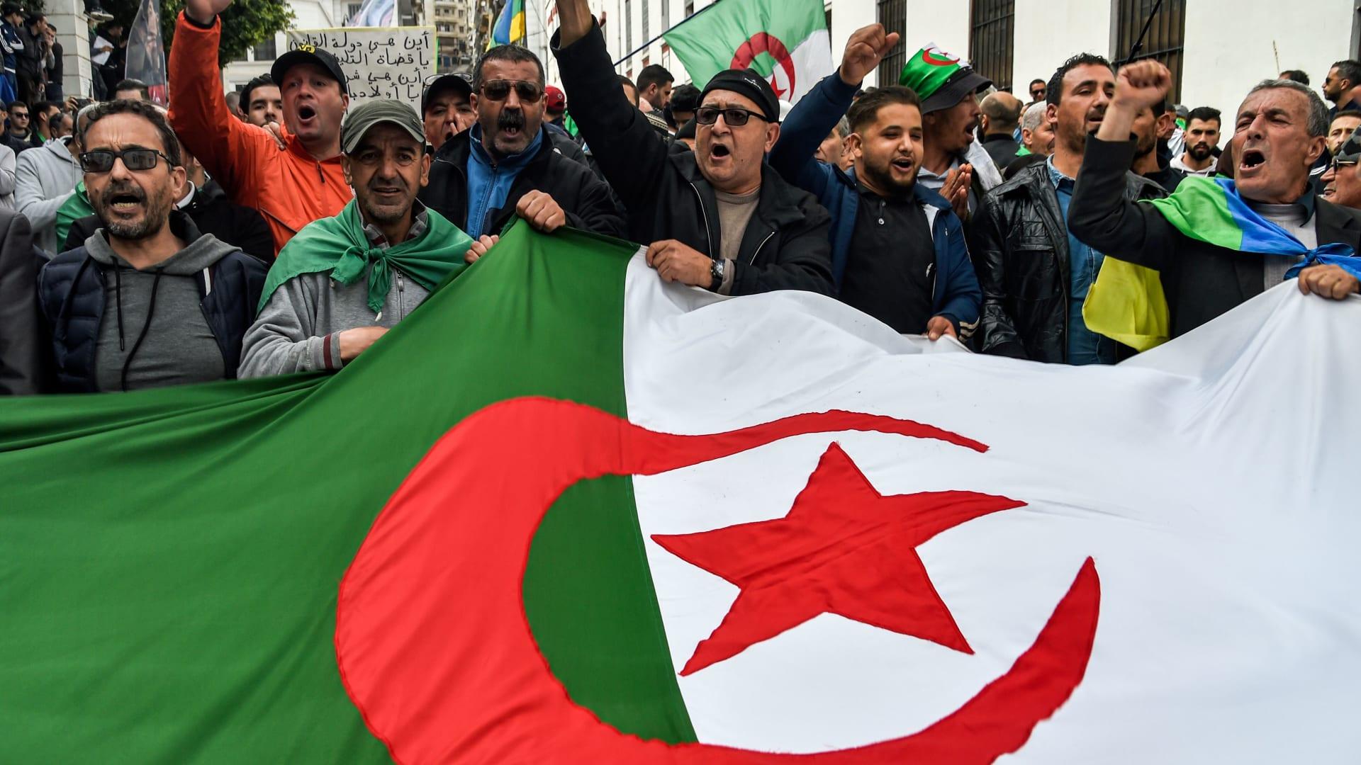 الجزائر: طرح مشروع تعديل الدستور للاستفاء في 1 نوفمبر المقبل