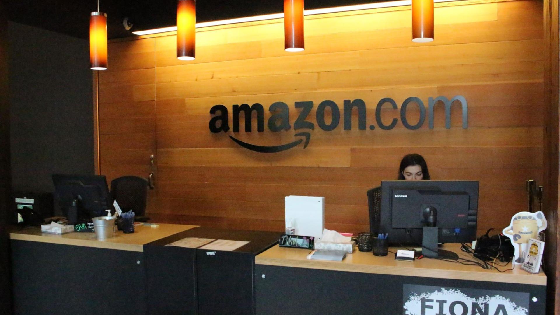 أمازون تعتزم تعيين 33 ألف موظف جديد.. وهذه قيمة حزمة التعويضات