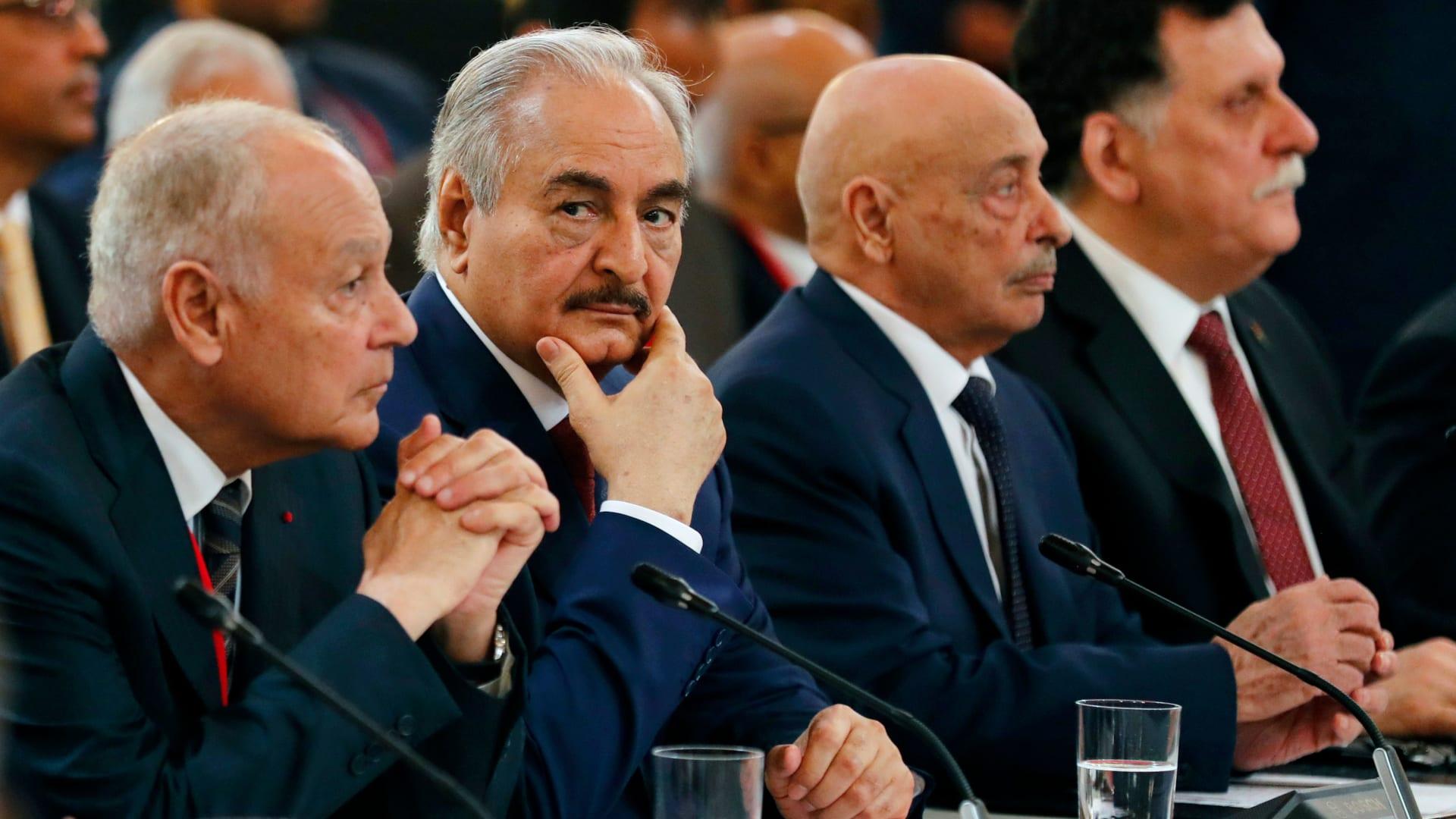 ليبيا.. حفتر يتوصل إلى اتفاق مع السفير الأمريكي لإعادة تشغيل قطاع النفط