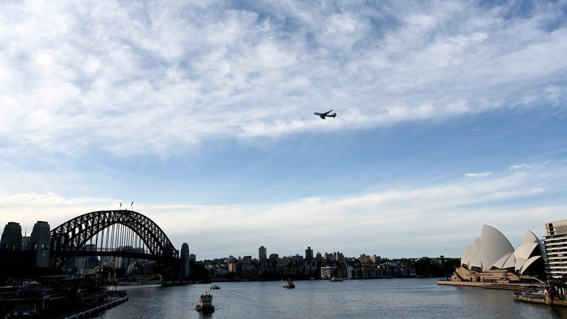 """بدون جواز سفر أو حجر صحي.. خطوط """"كانتاس"""" الجوية تكافح قيود كورونا برحلة خاصة حول أستراليا"""