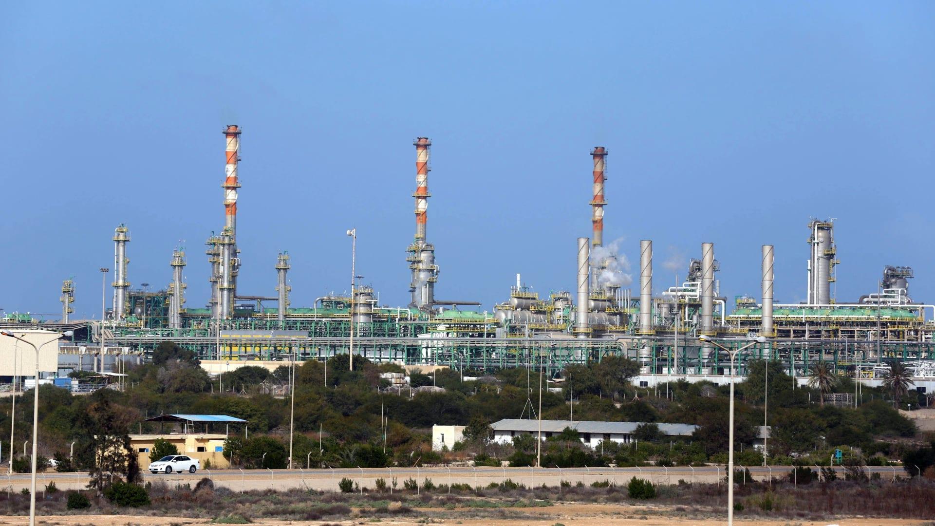 """المؤسسة الوطنية للنفط في ليبيا ترفع حالة القوة القاهرة عن الحقول والموانيء """"الآمنة"""""""