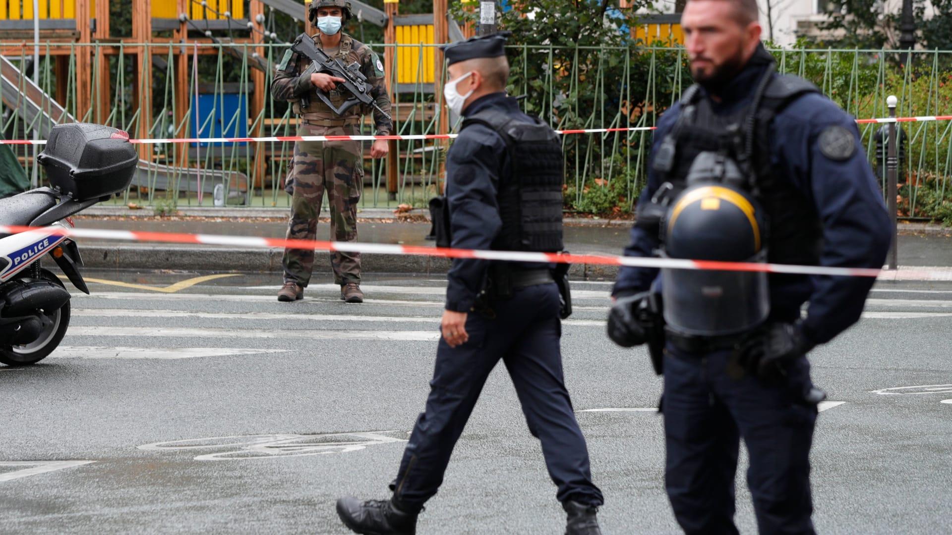 عناصر بالأمن الفرنسي في موقع هجوم الطعن بباريس