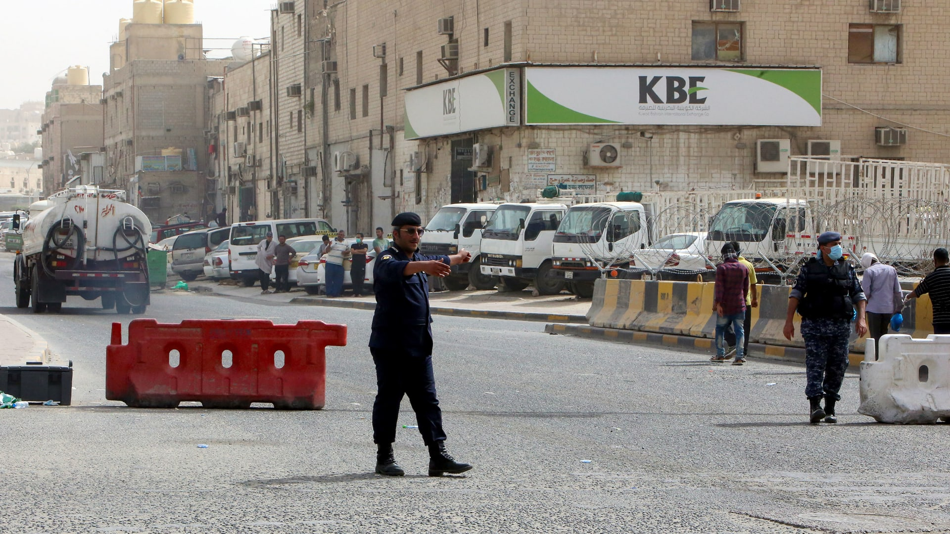 صورة أرشيفية لعنصر أمن في الكويت
