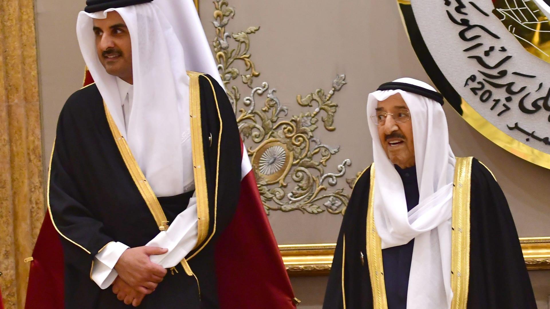 تداول صورة تظهر دموع أمير قطر أثناء تشييع الشيخ صباح الأحمد الصباح