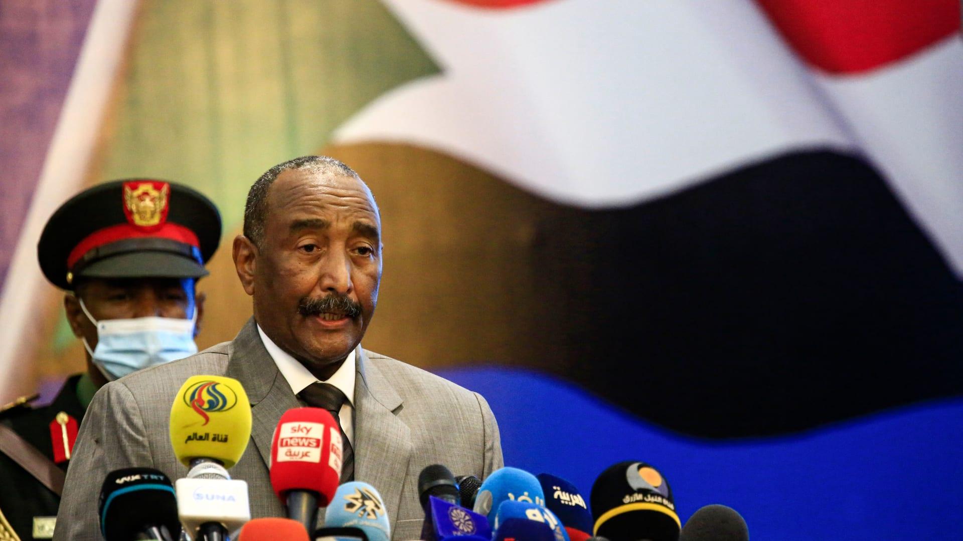 """""""لا عودة للحرب أبدًا"""".. توقيع اتفاق سلام تاريخي ينهي عقدين من النزاع في السودان"""