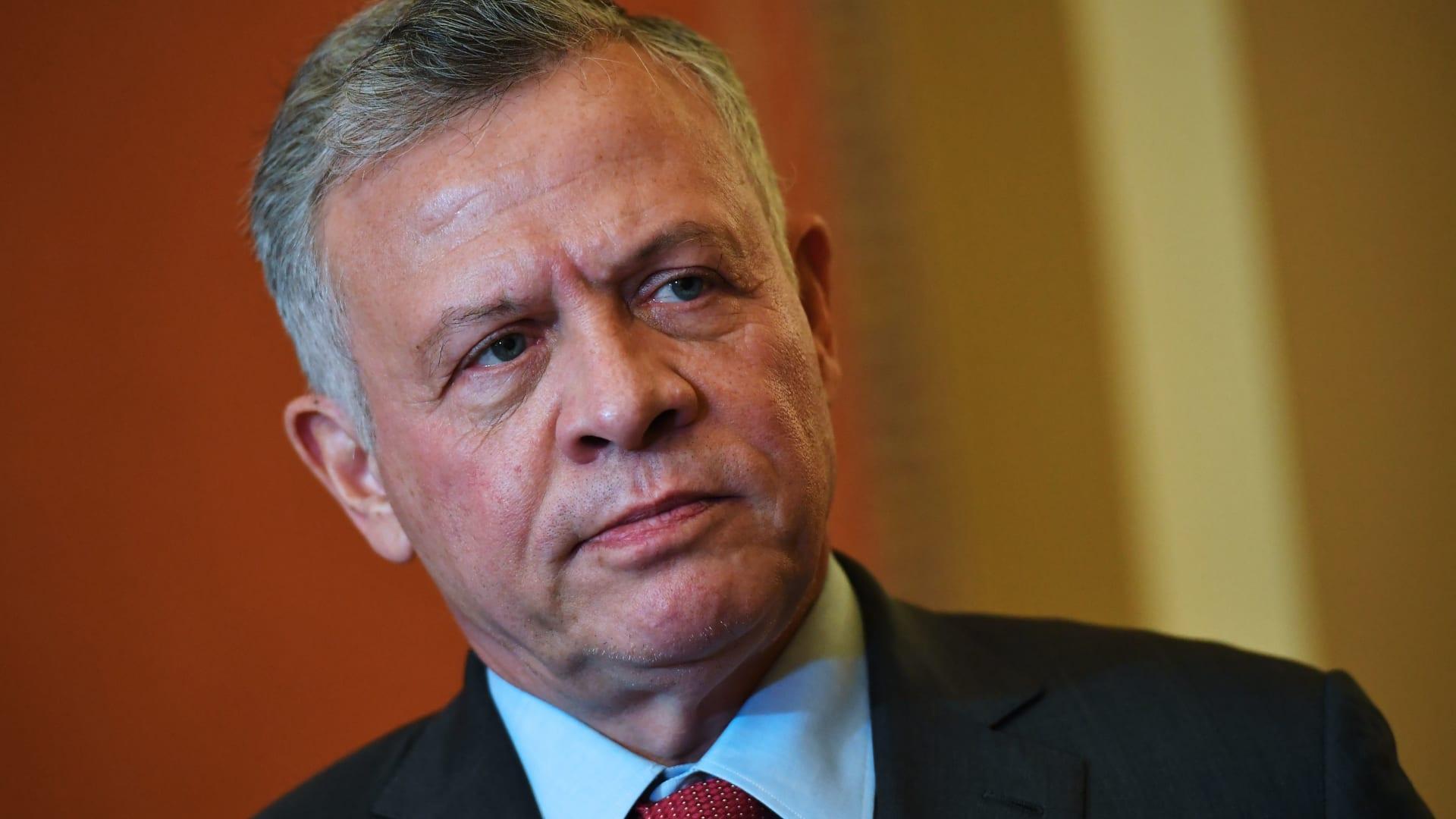 الأردن: الملك عبدالله يقبل استقالة حكومة عمر الرزاز.. ويكلفها بتصريف الأعمال