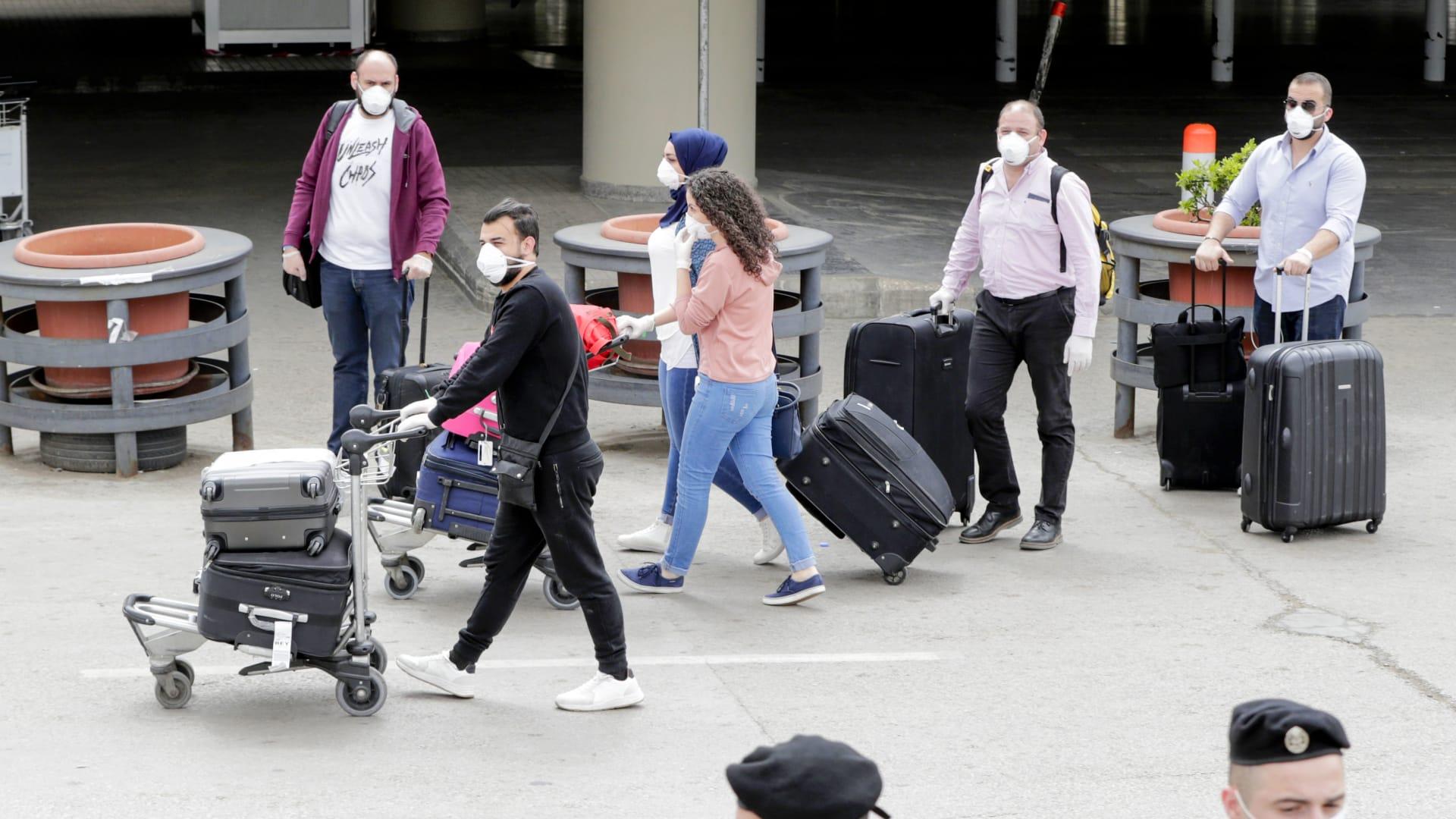 هذه نسبة إقبال الشباب العربي على الهجرة.. ما الذي يدفعه لذلك؟