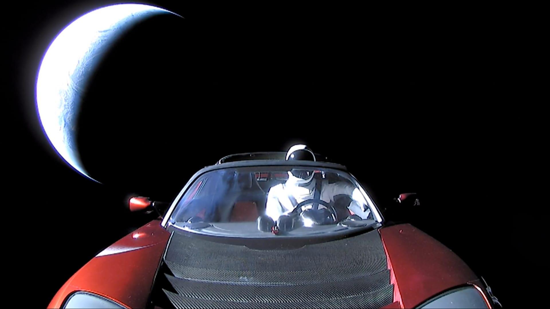 مركبة تسلا رودستير تقترب من المريخ لأول مرة.. إليكم موقعها