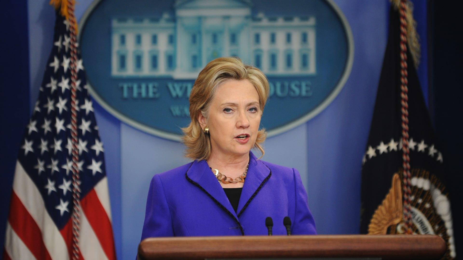رسائل كلينتون.. هكذا رأت أمريكا وضع مصر قبل 11 يومًا من رحيل مبارك