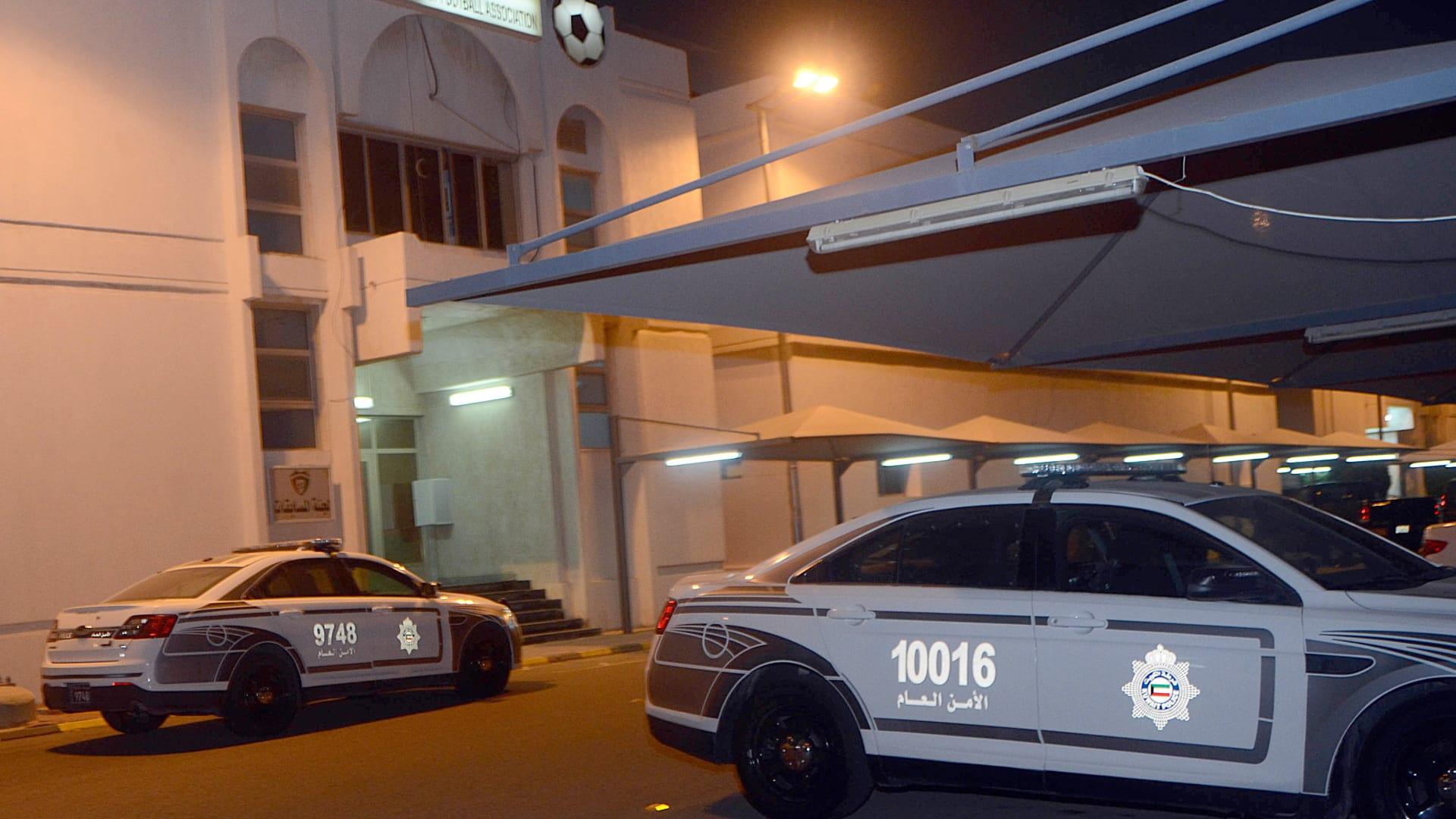صورة ارشيفية لسيارتي شرطة في الكويت
