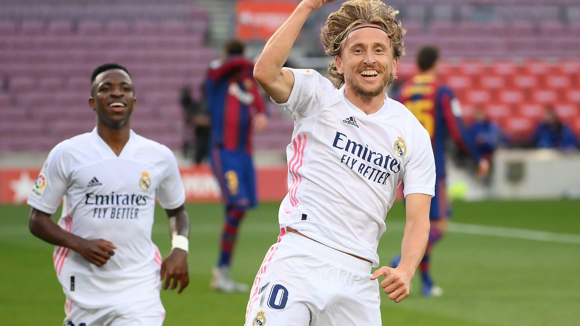 ريال مدريد يفوز على برشلونة في عقر داره بثلاثة أهداف مقابل هدف