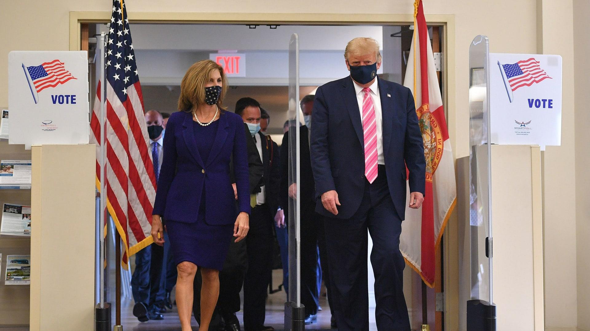 """""""صوت لرجل اسمه ترامب"""".. الرئيس الأمريكي يدلي بصوته المبكر في انتخابات الرئاسة"""