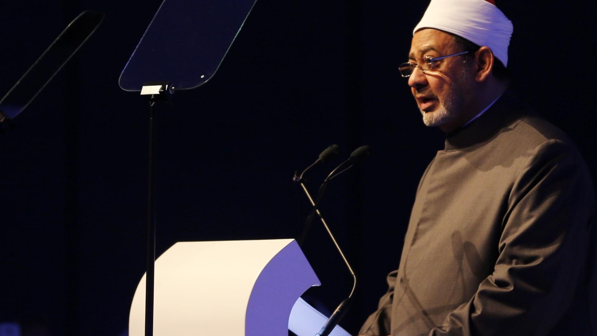 """شيخ الأزهر: نرفض الزج بالإسلام والنبي محمد إلى مضاربة سياسية """"رخيصة"""""""