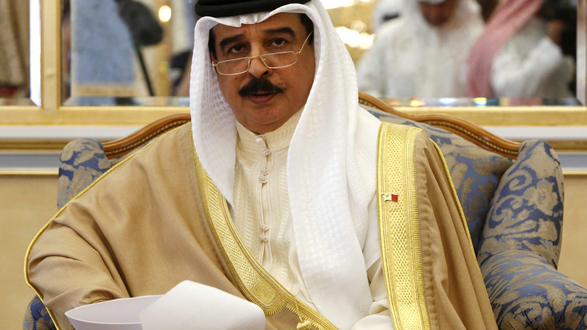"""بعد توقيع اتفاقية لمحاربة """"معاداة السامية"""".. بومبيو يوجه رسالة لملك البحرين"""