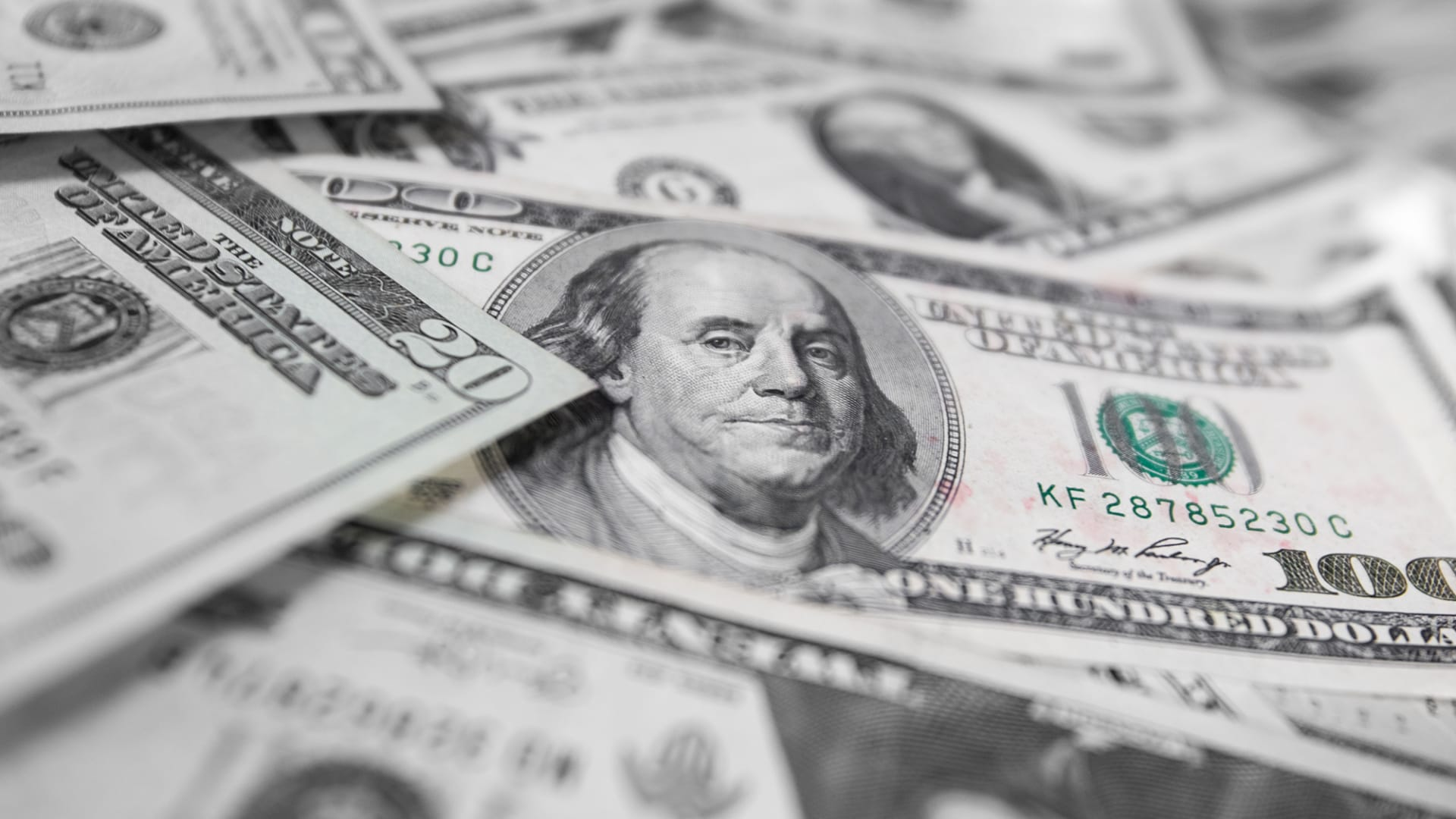 الدولار سيبقى ضعيفاً.. بصرف النظر عمن سيفوز بسباق الرئاسة