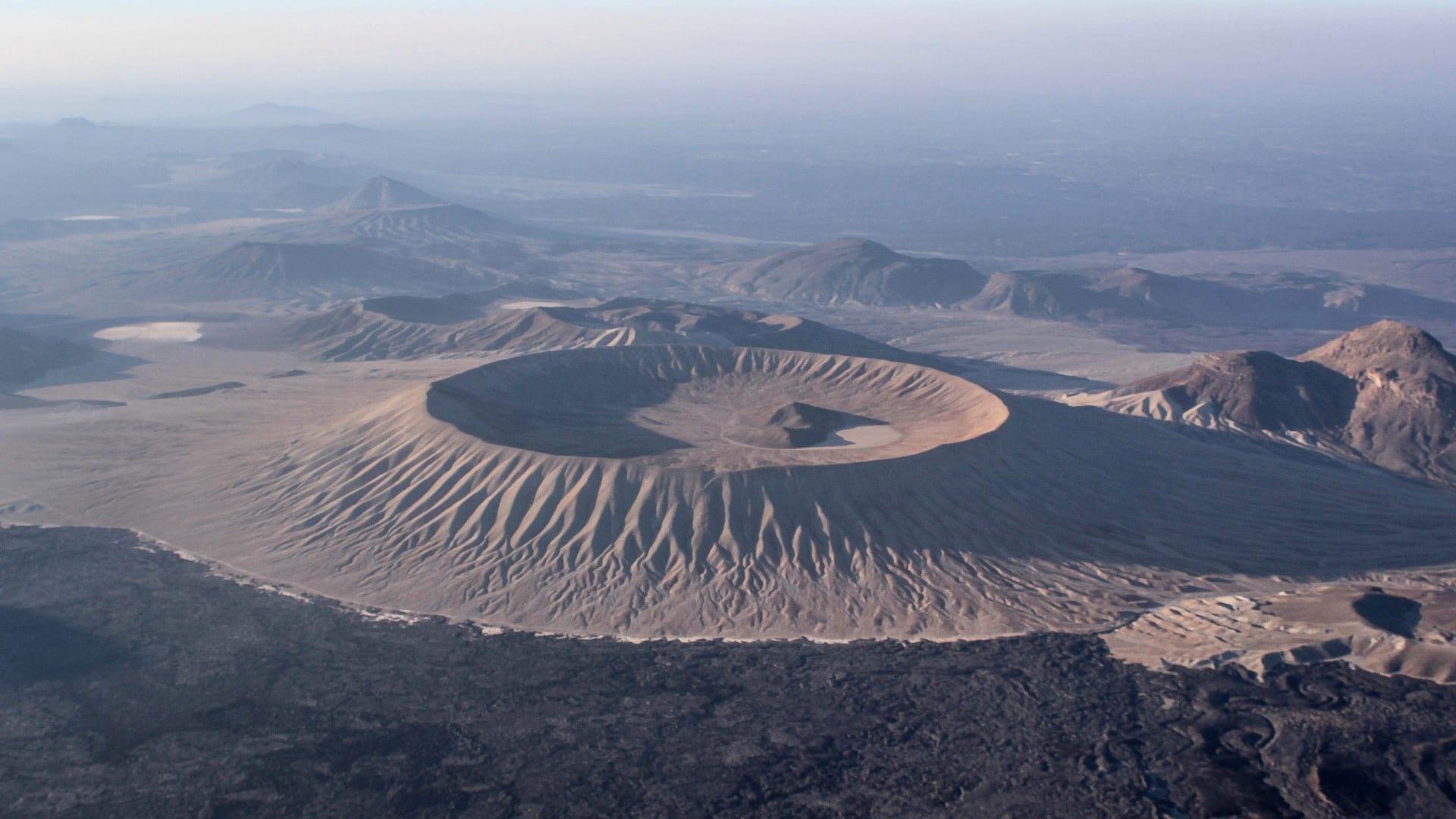 فوهة جبل البيضاء في السعودية