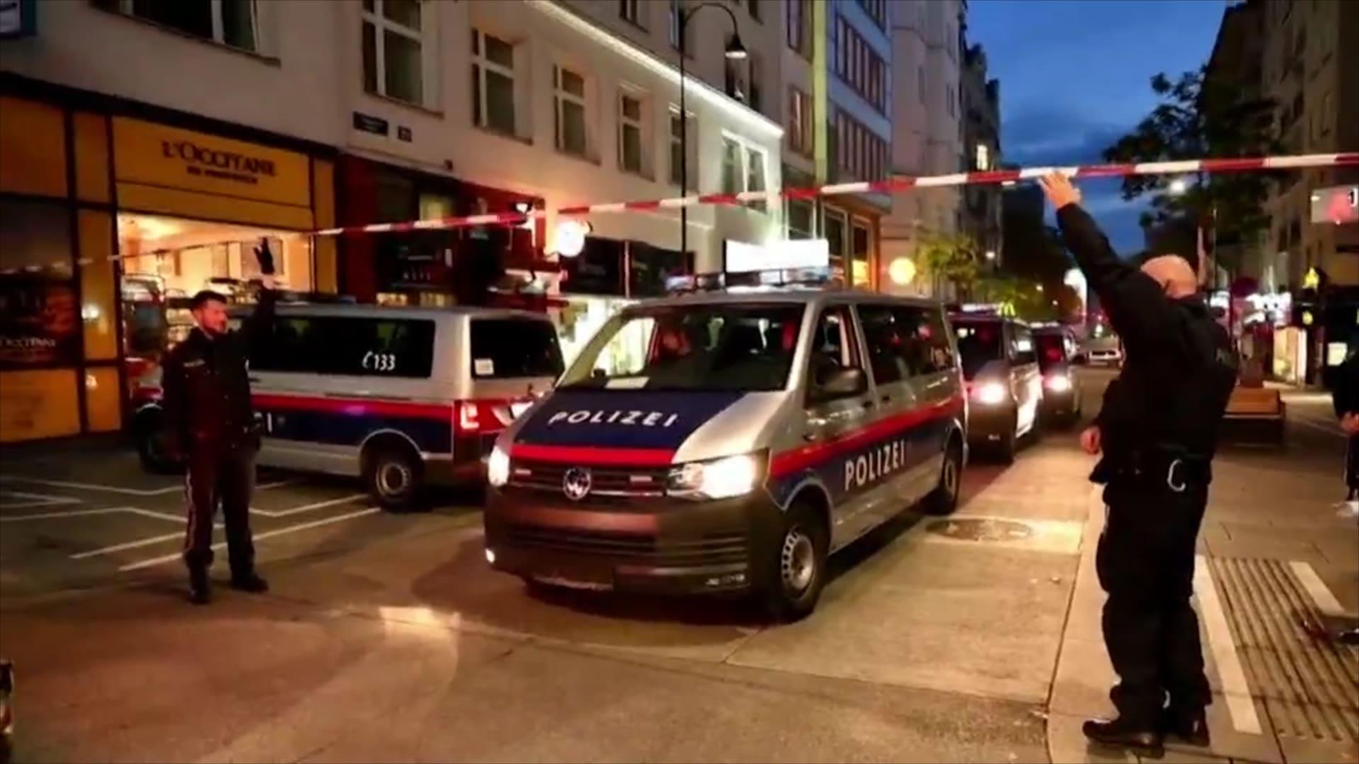 """""""ليست معركة بين مسيحيين ومسلمين"""".. سكان فيينا يصفون اللحظات المروعة للهجوم"""