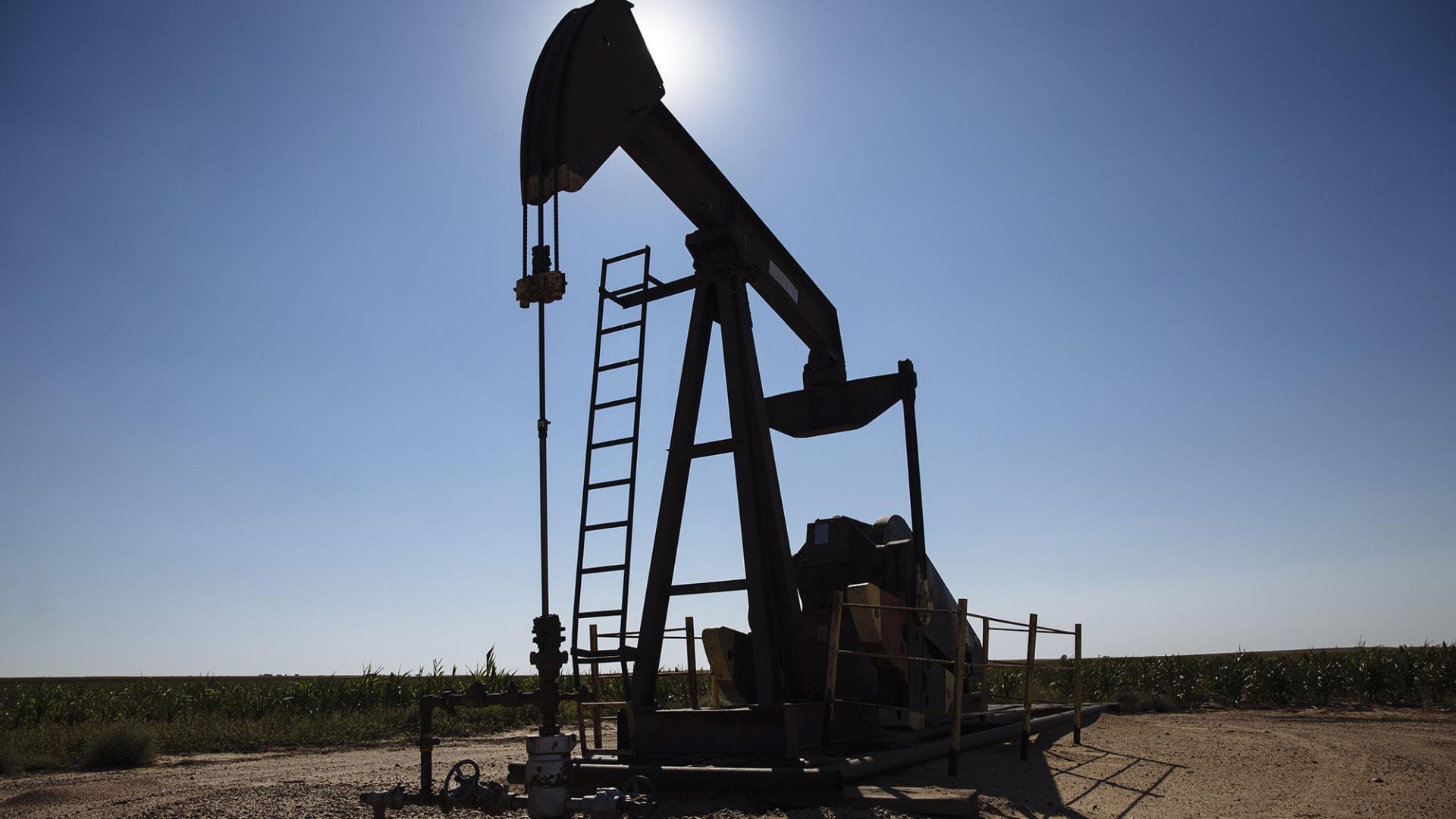 أسعار النفط والأسهم العالمية ترتفع بعد إعلان فايزر عن لقاح كورونا