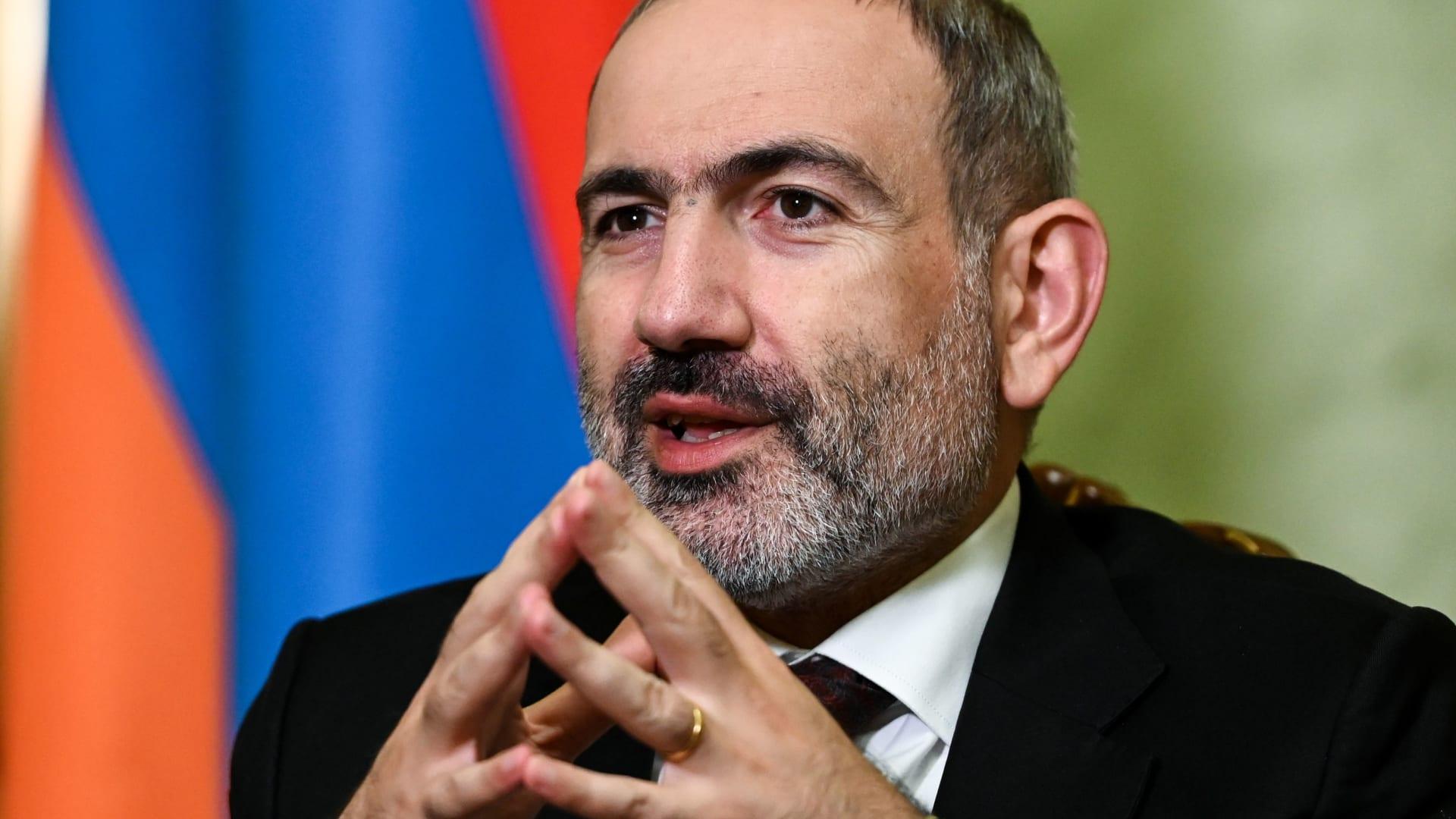 """بعد اتفاق رعته روسيا لإنهاء الحرب.. احتجاجات واسعة في أرمينيا ورئيس الحكومة يصف المتظاهرين بـ""""المخربين"""""""