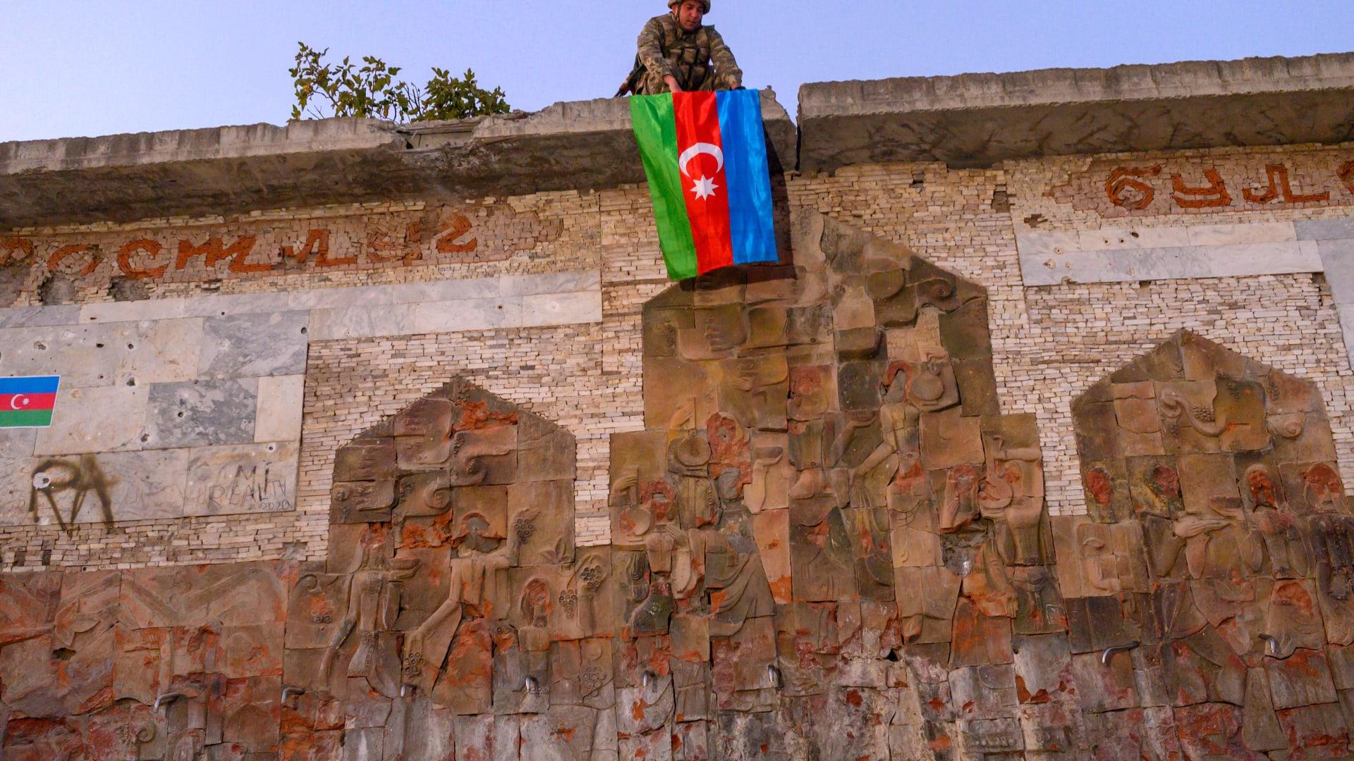 """وزير الدفاع التركي يُمجد """"انتصار"""" أذربيجان: سيُحكى عنه لمـ44 عاما"""