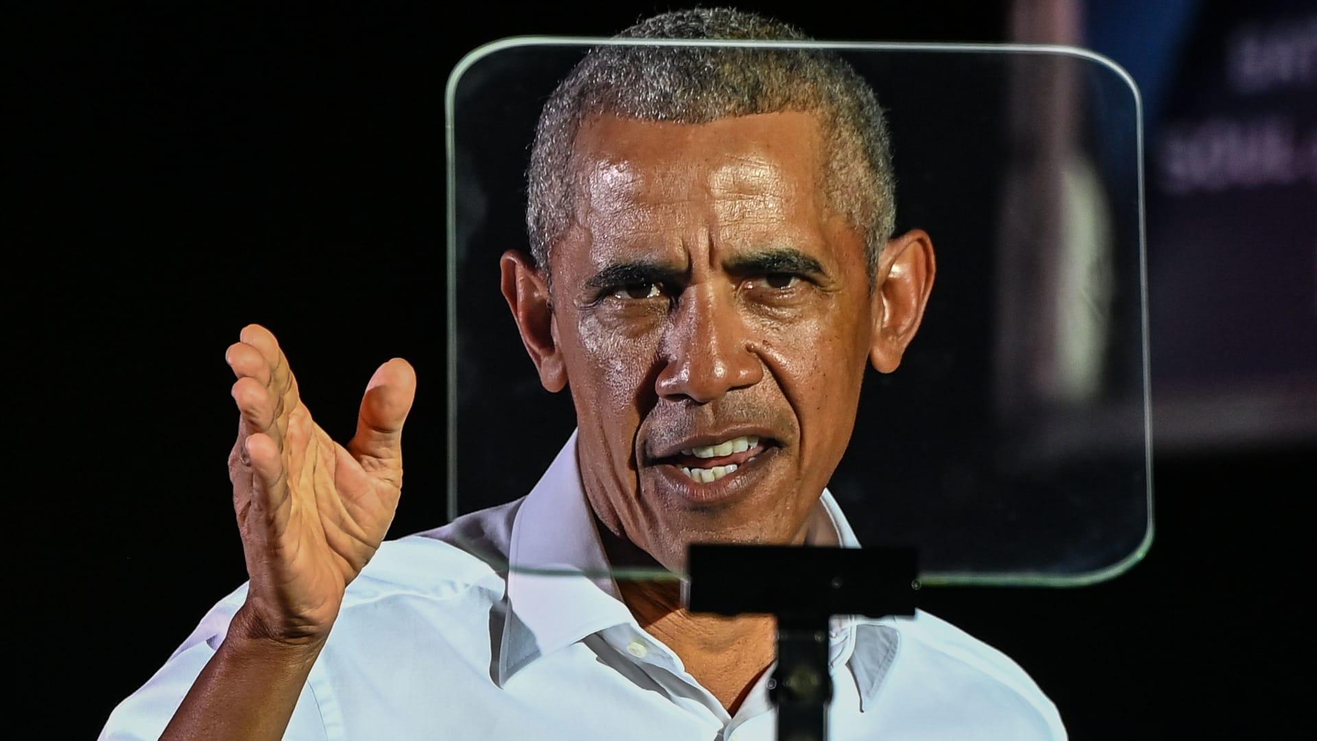 """""""الجمهوريون يضحكون عليه"""".. أوباما مُحذرًا: مزاعم ترامب بشأن تزوير الانتخابات تمهد """"مسارًا خطيرًا"""""""