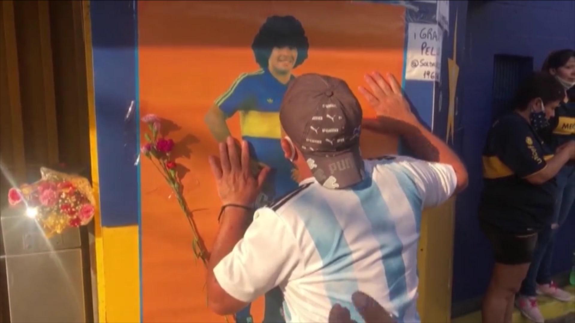 الوداع الأخير.. نقل جثمان مارادونا إلى قصر رئيس الأرجنتين