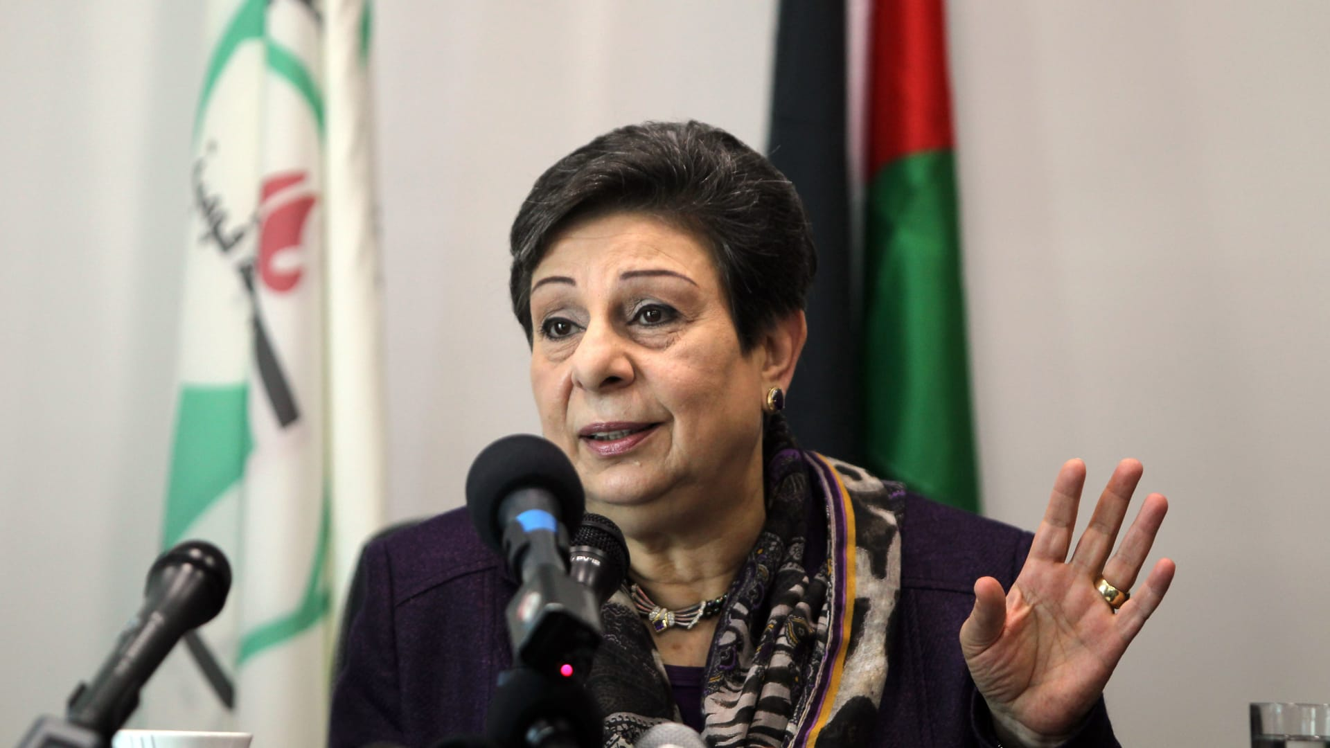 عباس يقبل استقالة حنان عشراوي من عضوية اللجنة التنفيذية لمنظمة التحرير