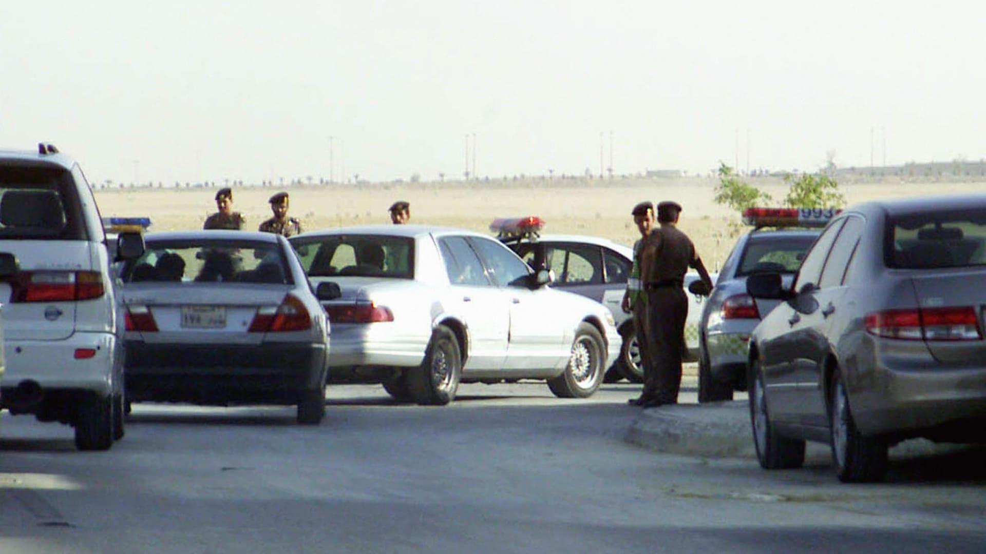 صورة أرشيفية لعناصر من الشرطة السعودية العام 2003