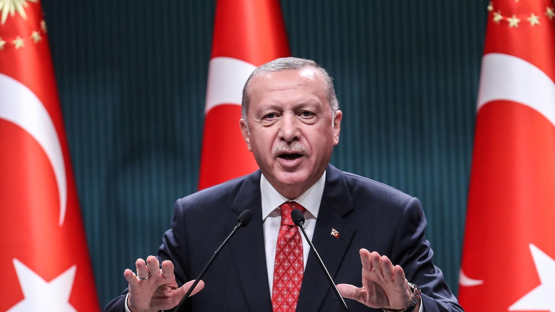 """أردوغان يثير غضب إيران بقصيدة """"انفصالية"""".. وطهران تستدعي السفير التركي"""