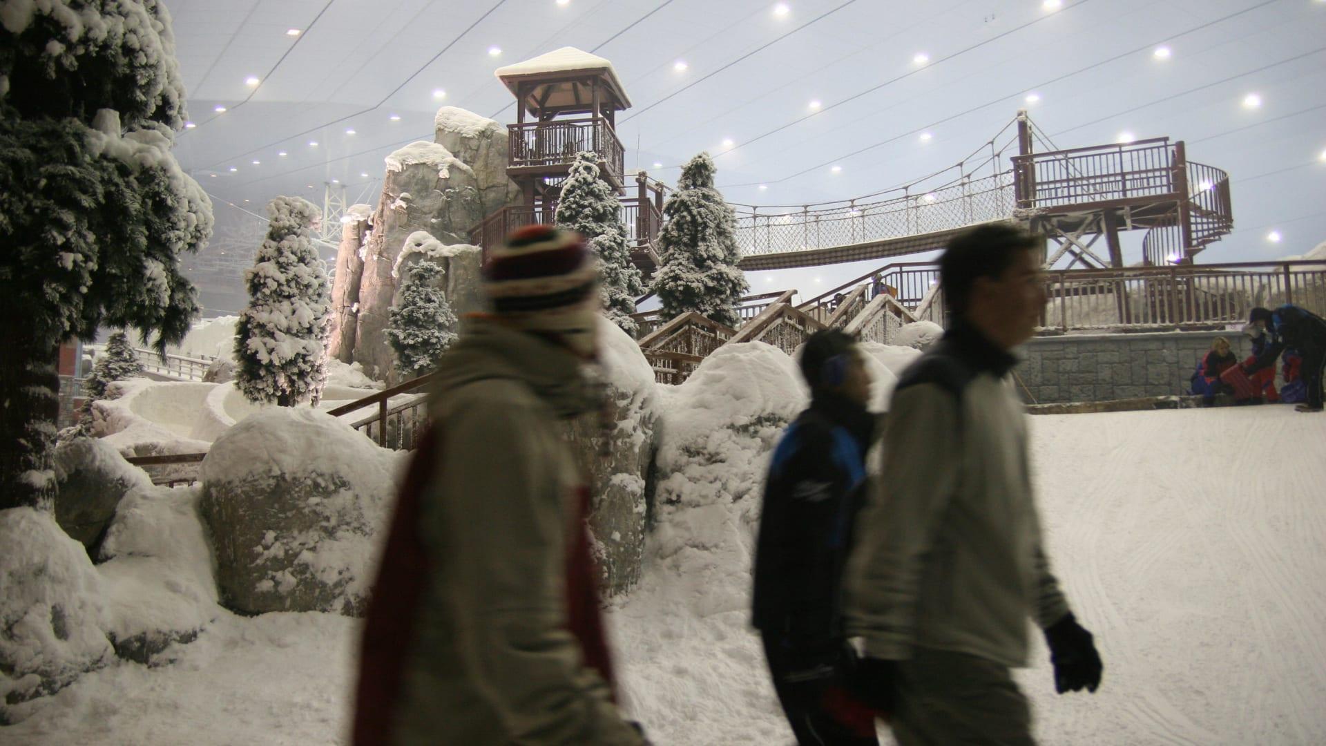 في أرض عجائب الشتاء.. شاهد فيلمك المفضل وسط ثلوج دبي لأول مرة بالشرق الأوسط