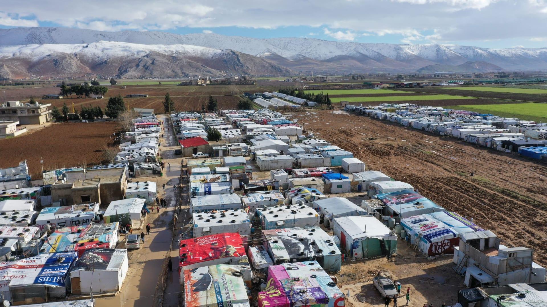 """""""مؤشر صعوبة النجاة"""".. دراسة أُممية: فقر مدقع يضرب 9 من 10 أسر سورية لاجئة في لبنان"""