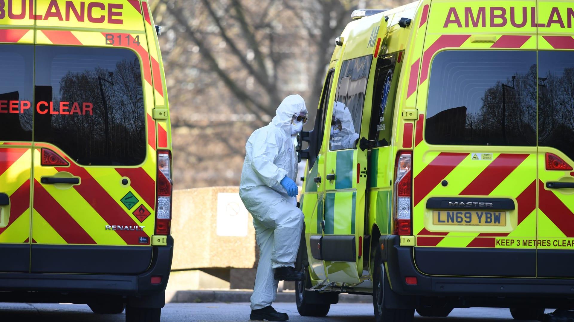 """وزير الصحة البريطاني: سلالة فيروس كورونا الجديدة """"خارجة عن السيطرة"""""""