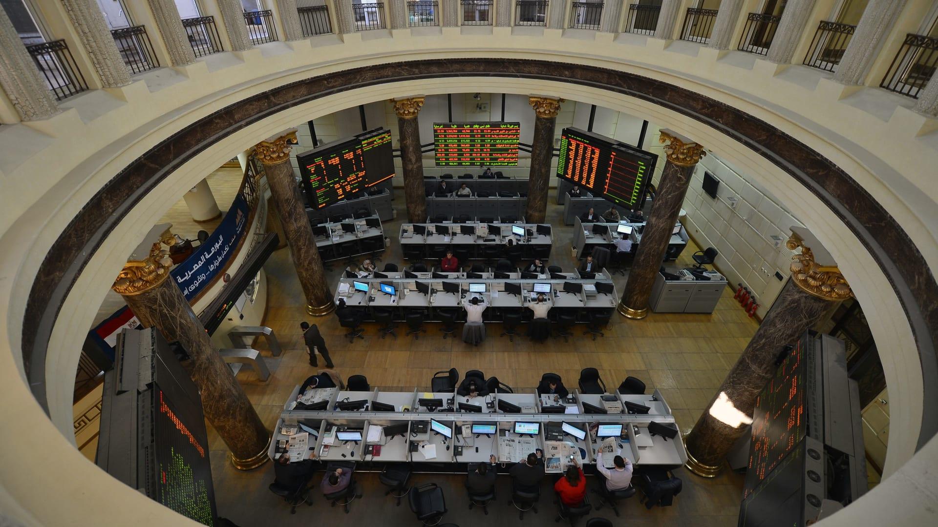 البورصة المصرية توقف التداول وسط مخاوف من سلالة كورونا الجديدة
