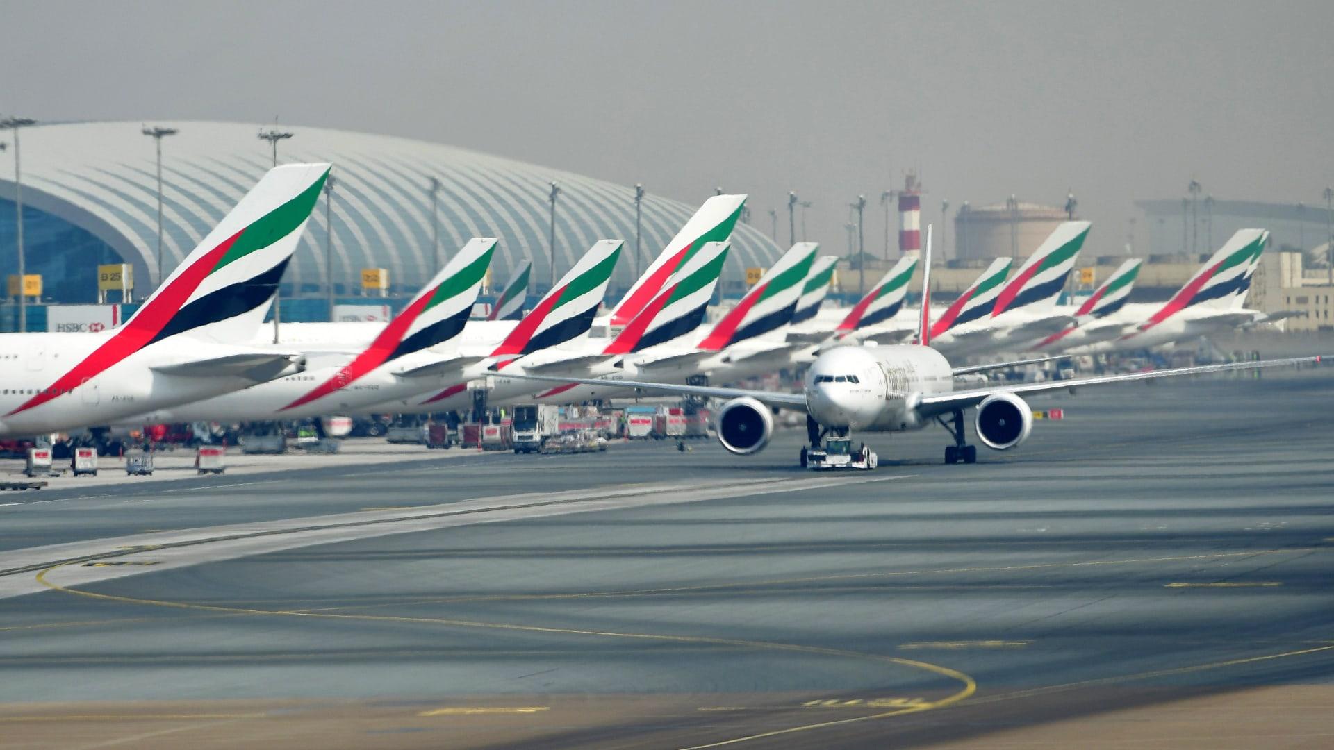 طيران الإمارات والاتحاد تعلقان السفر من وإلى السعودية والكويت وعمان