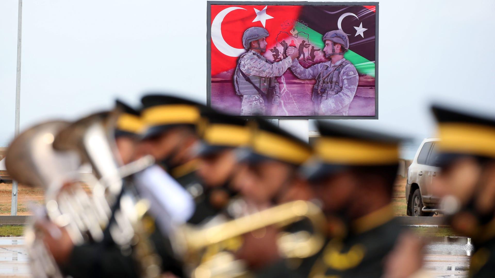 يضم زير الدفاع وقادة الجيش.. وفد عسكري تركي رفيع يزور ليبيا