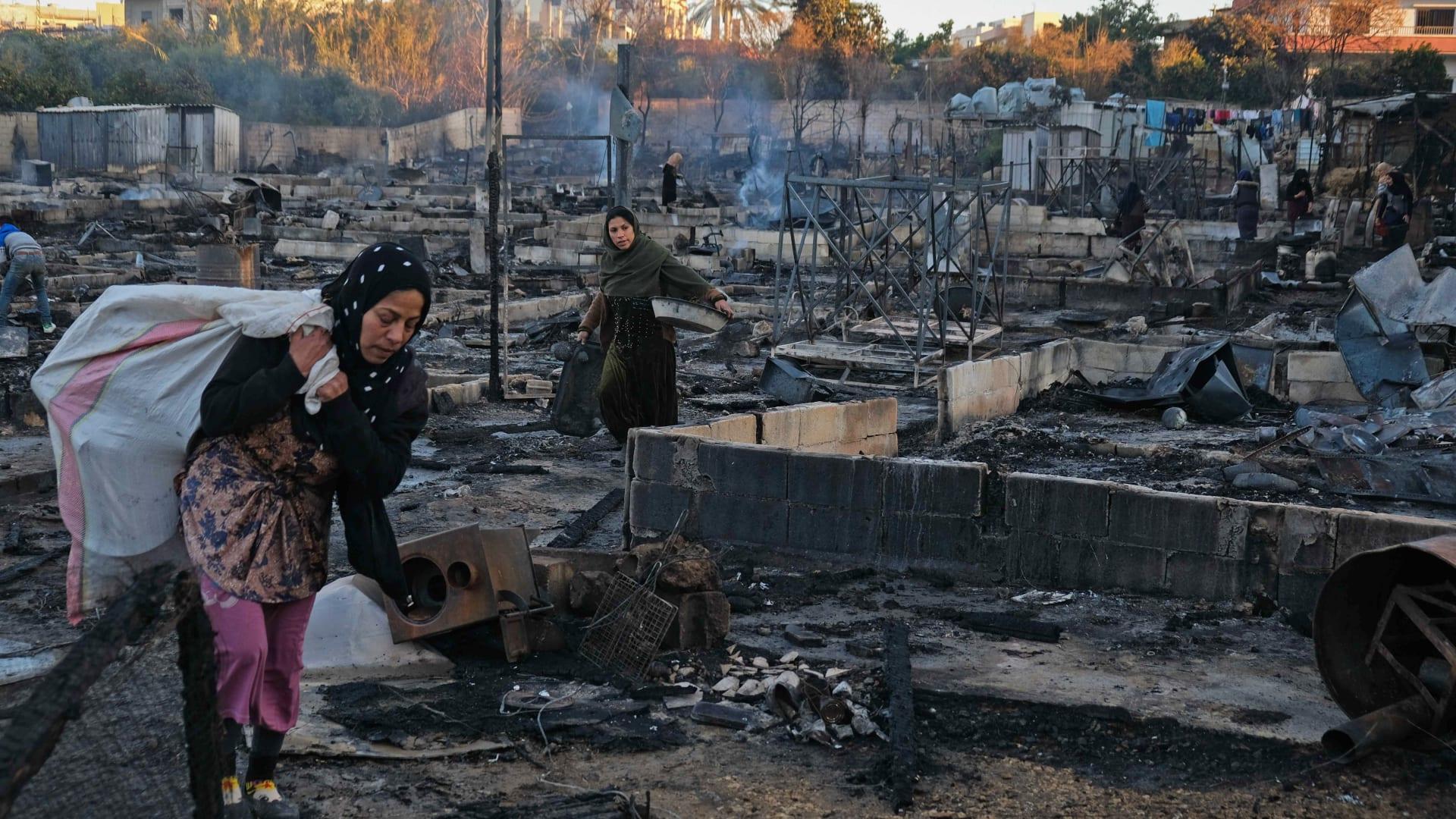 """بسبب """"إشكال فردي"""".. جناة يقدمون على حرق خيم للاجئين السوريين في لبنان"""