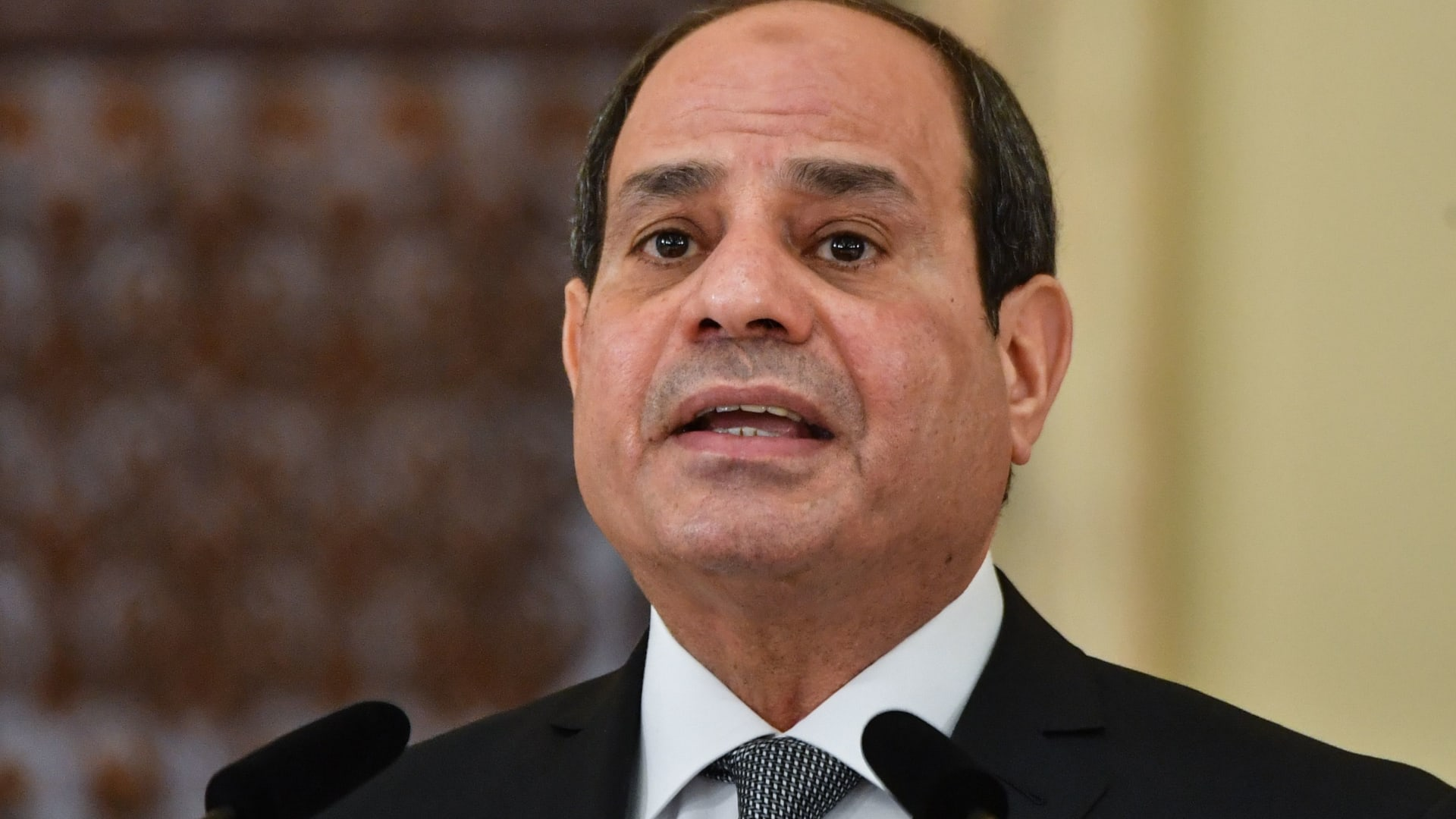 الرئيس المصري يتسلم رسالة من أمير الكويت.. ويؤكد دعمه جهود تحقيق المصالحة العربية
