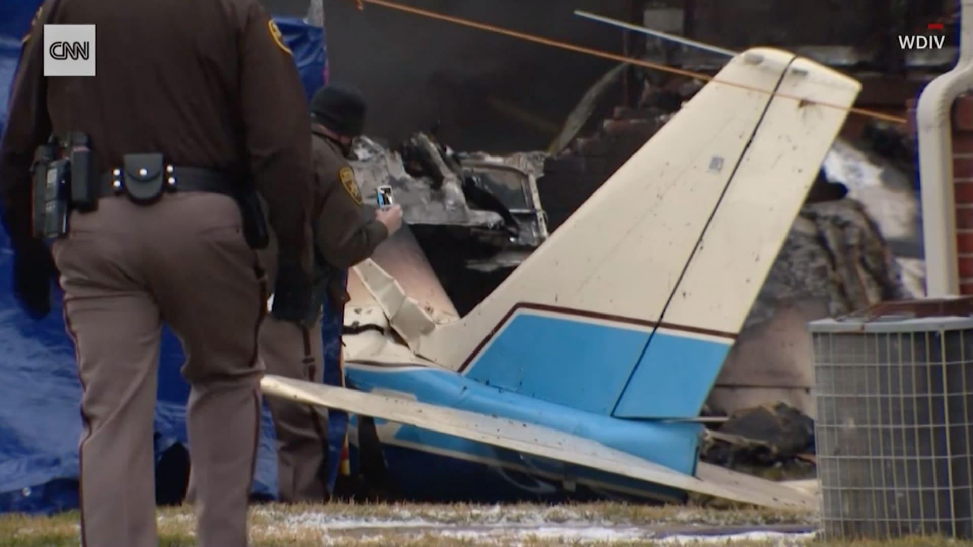 شاهد.. مقتل 3 في اصطدام طائرة صغيرة بمنزل في ولاية ميشيغان الأمريكية