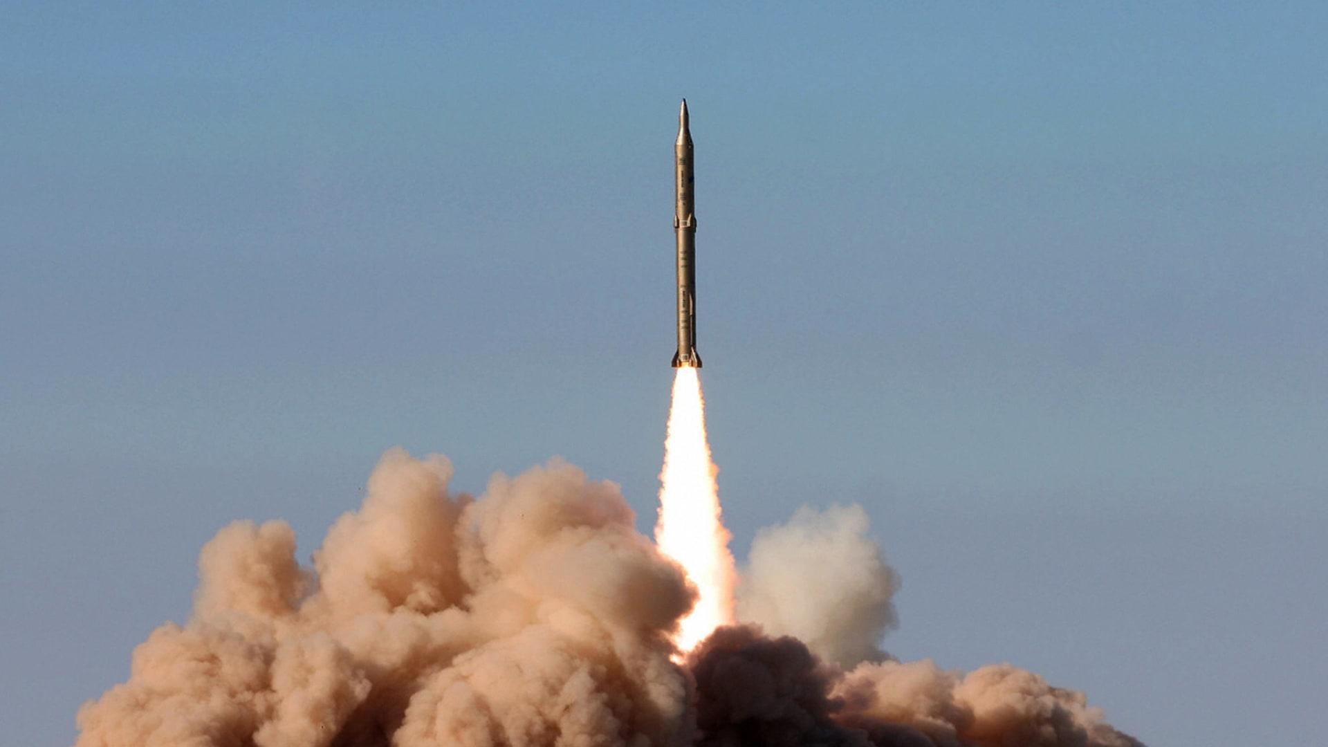صورة ارشيفية لصاروخ خلال تجربة إيرانية