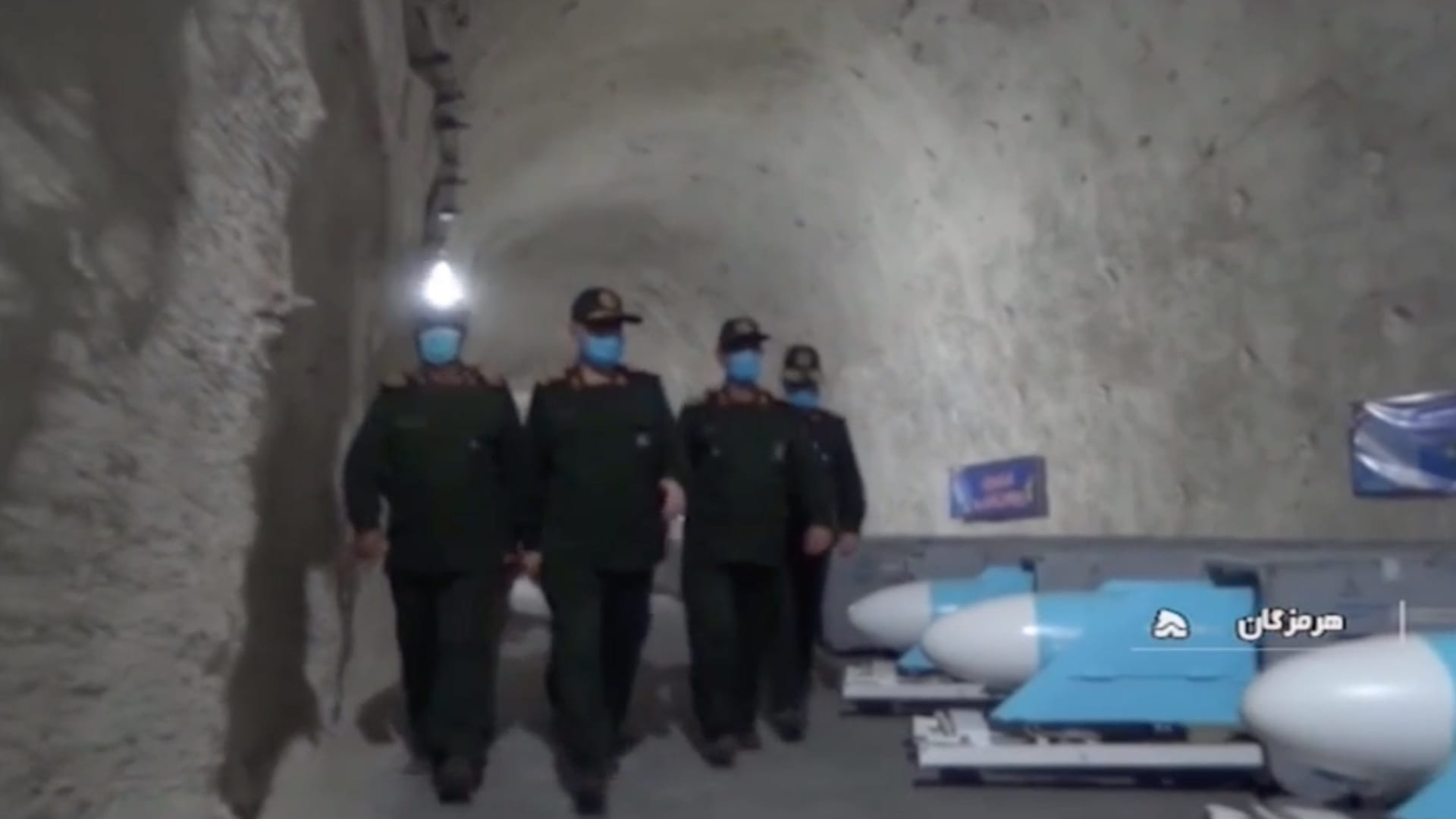 """شاهد.. قاعدة صواريخ إيرانية على ساحل الخليج تمتد """"عدة كيلومترات"""" تحت الأرض"""