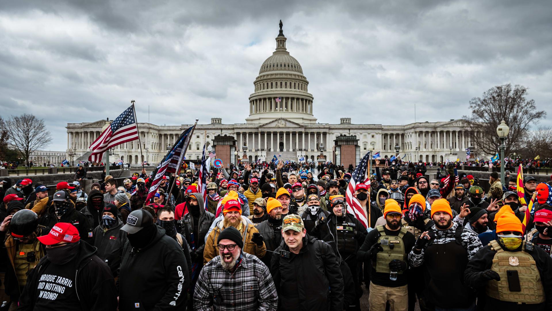 رغم الفوضى والشغب الكارثي في الكونغرس.. الديمقراطية هي التي أنقذت أمريكا