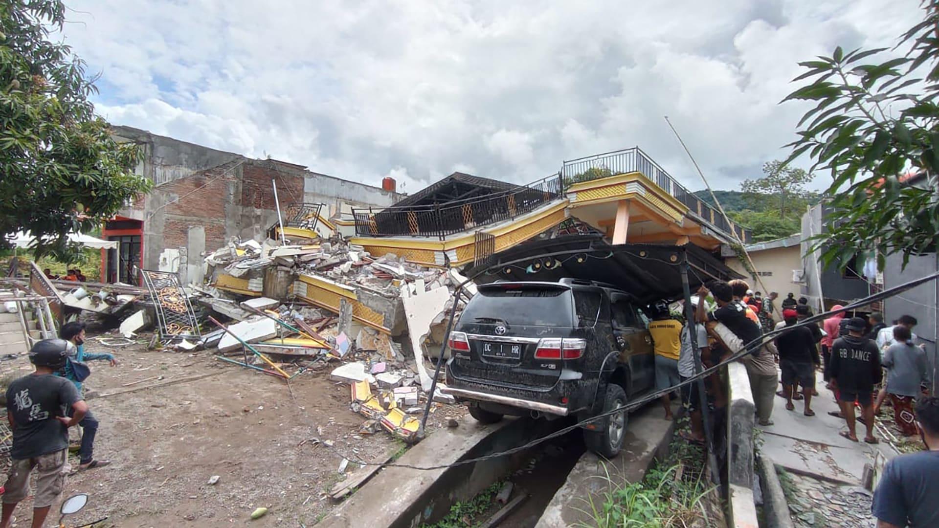 شاهد الدمار الواسع الذي خلفه زلزال إندونيسيا