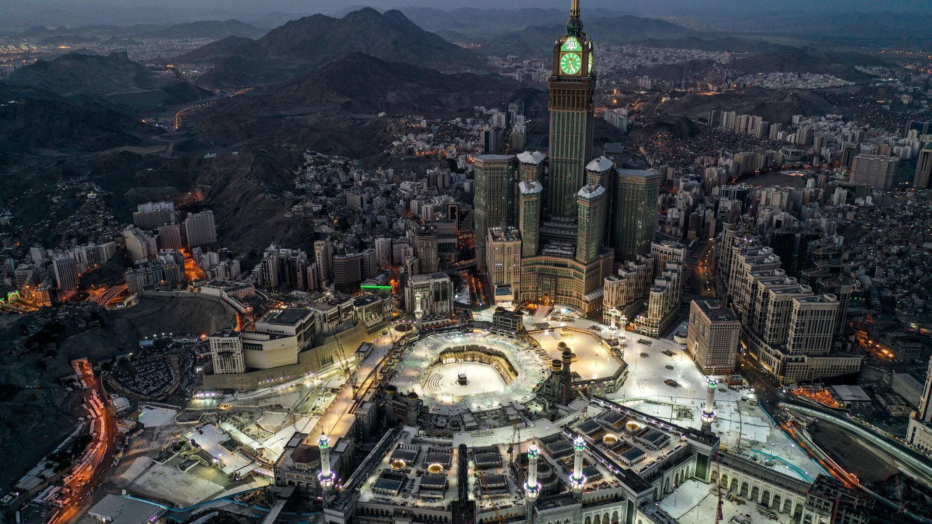 سماء مكة في السعودية تشهد التعامد الأول للقمر على الكعبة في 2021